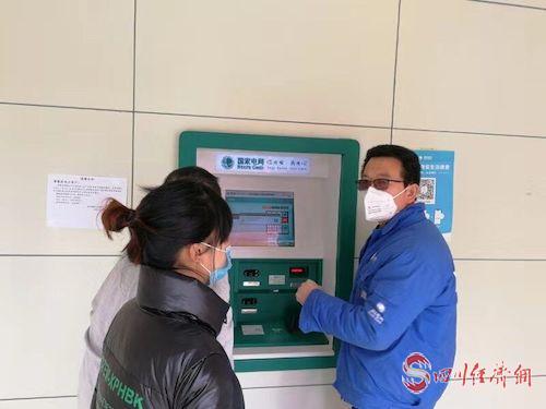 (网0128张琳琪)国网遂宁供电公司:戴着口罩保供电配图2.jpg