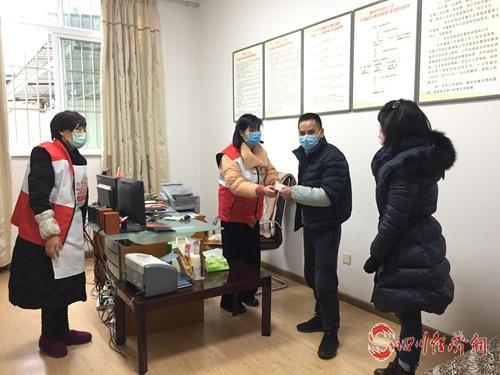 """雅安名山:党员群众捐款捐物 打响抗疫""""人民战争""""配图   某超市捐赠84消毒液30箱,每箱20瓶,每瓶450ml.jpg"""