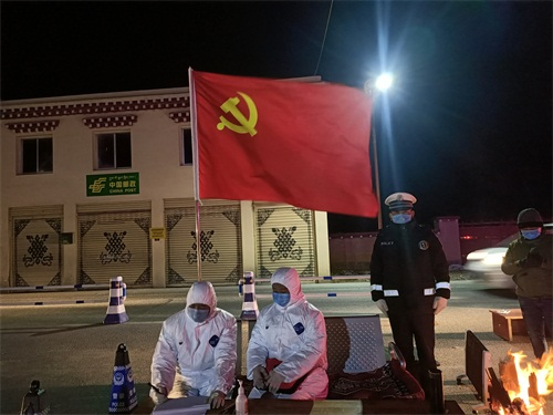 配图1:党旗飘扬在一线.jpg