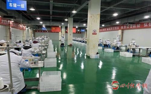 每人每天限购5只!四川商投集团首批10万只口罩已陆续投放市场配图 工厂生产线.jpg