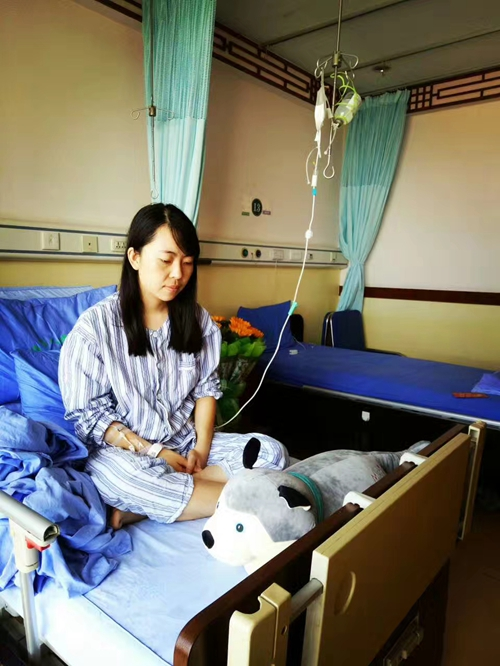 """22(網)閃耀的""""流星""""配圖   趙雪瑩在醫院積極接受治療。.jpg"""