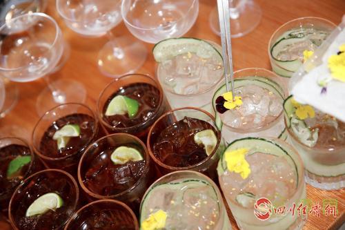 12(网)川酒集团举行美酒品鉴会配图   品鉴会上的鸡尾酒展示.jpg