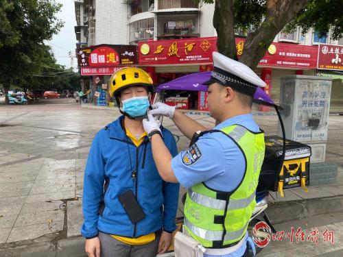 08(8刘 网 0602 钟正有)一盔一带四模式配图   5.25开展外卖行业佩戴头盔行动.jpg