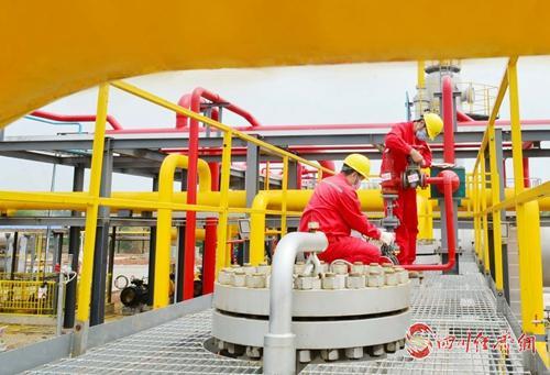 23(网)截至5月底 中国石化西南石油局配图   中国石化西南石油局采气四厂生产现场1.jpg